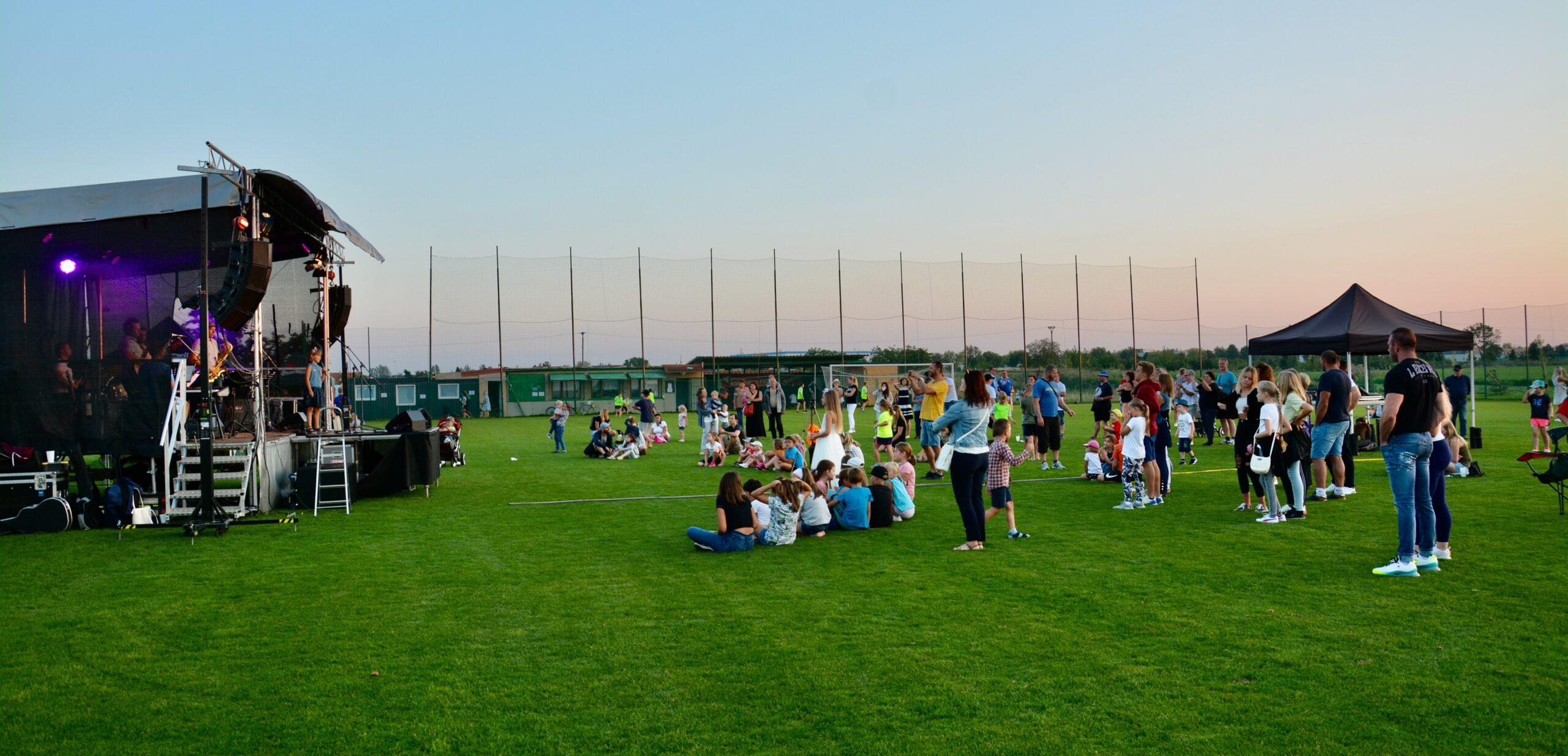 Vystoupení ZUŠ na výroční akci 100 fotbalu v Nehvizdech