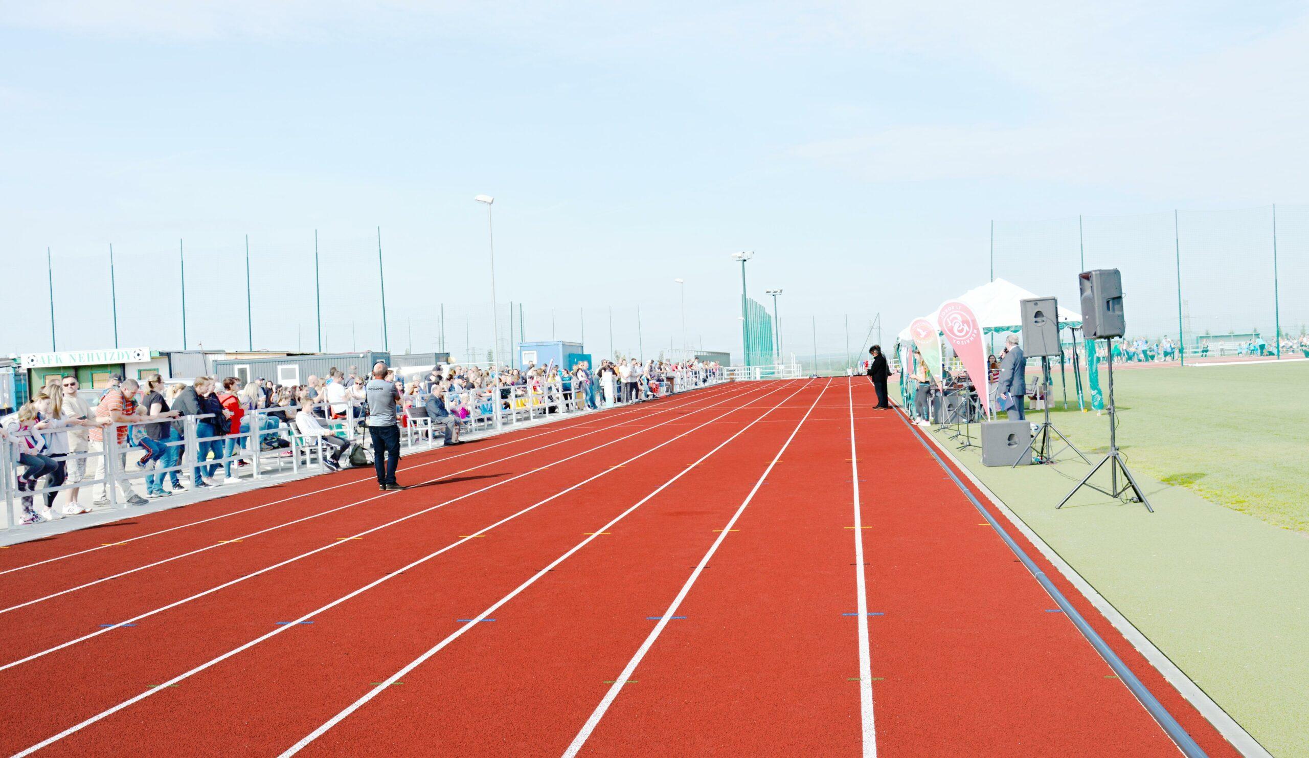 Slavnostní otevření atletického oválu